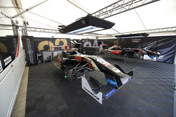 F3-2014-le-Stand-SIGNATURE-A-Silverstone