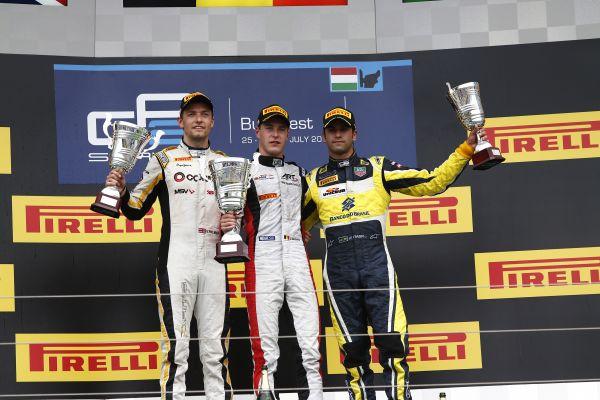 GP2 2014  HUNGARORING- Le podium de la seconde course avec Jolyon Palmer 2éme - Stoffel Vandoorne 1er et  Felipe Nasr 3éme