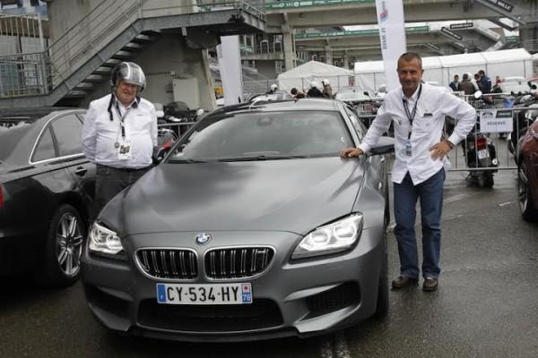 LE-MANS-CLASSIC-2014-Tour-du-circuit-en-BMW-avec-Yannick-DALMAS-Dimanche-6-juillet-Avant-la-ballade-a-300-à-l-heure-Photo-Thierry-COULIBALY