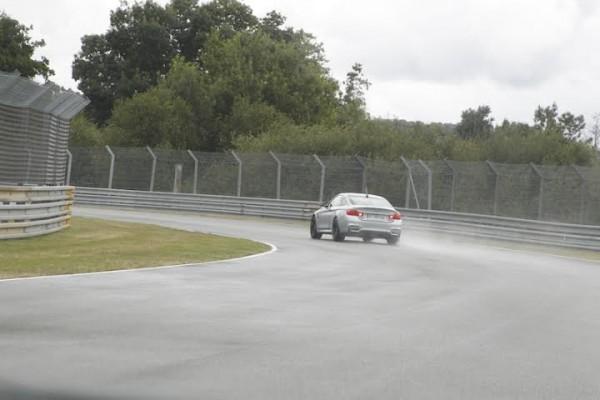 LE-MANS-CLASSIC-2014-Tour-du-circuit-en-BMW-avec-Yannick-DALMAS-Dimanche-6-juillet-Vers-le-virage-du-karting-Photo-Thierry-COULIBALY.j