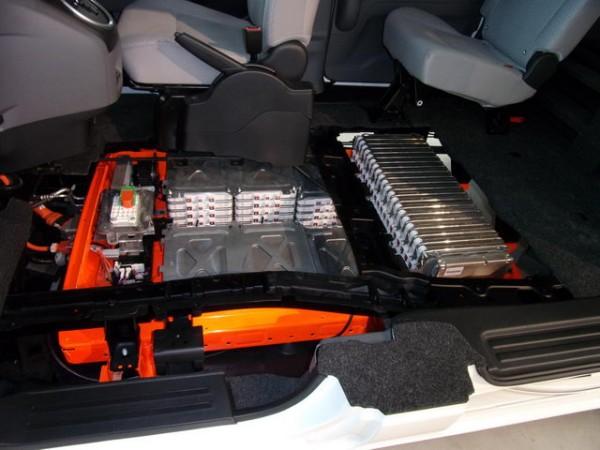 NISSAN-Implantation-des-batteries-dans-le-plancher-Photos-Patrick-Martinoli