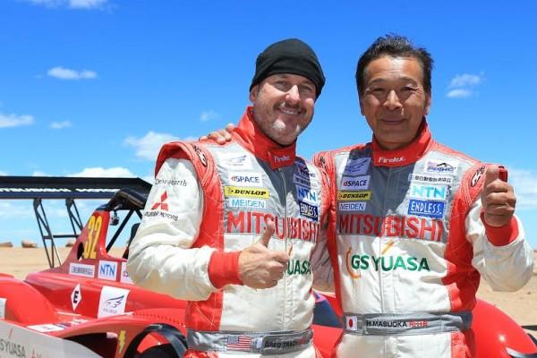 PIKES-PEAK-2014-Les-pilotes-MITSUBISCHI-TRACY-et-MASUOKA.
