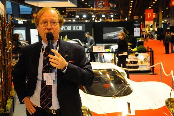 Retromobile-2014-Patrick-Peter-devant-la-Porsche-907