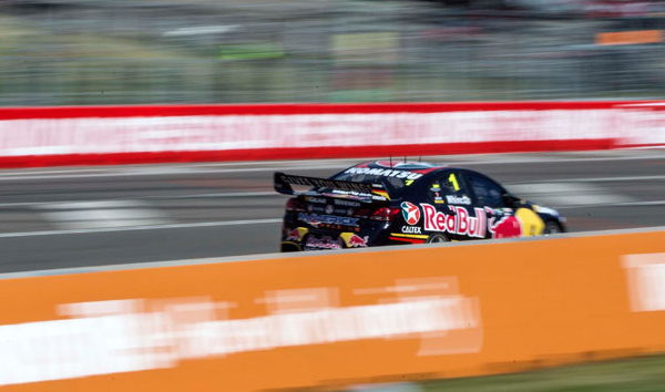 V8-SUPERCAR-2014-TONWSVILLE-Jamie-WHINCUP-1er-course-1