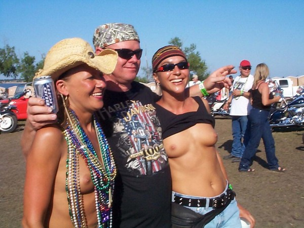 SHOW YOUR TITS!