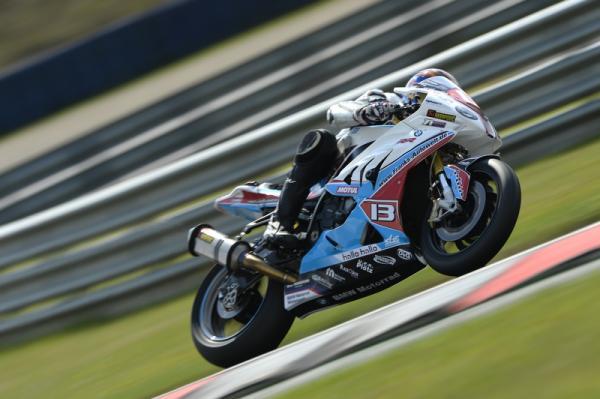 ENDURANCE-MOTO-2014-8-Heures-OSCHERSLEBEN-La-BMW-du-Team-PENZ13-Photo-MICHELIN