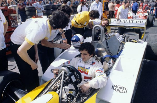 F1-1981-GP-de-LONG-BEACH-la-RENAULT-de-PROST-Photo-Bernard-BAKALIAN