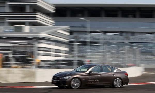 F1 2014 SOTCHI VETTEL decouvre la piste du prochain GP de RUSSIE a bord d une INFINITI Q50 le 25 AOUT