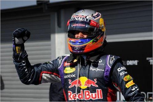 F1-2014-SPA-Daniel-RICCIARDO-Heureux-vainqueur-a-sa-descente-de-sa-monoplace-RED-BULL-RENAULT