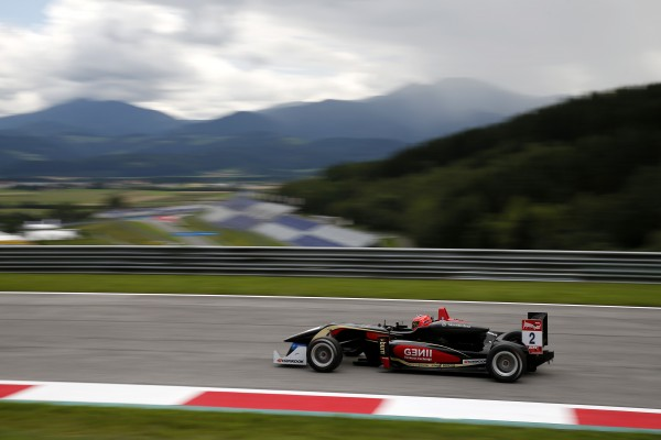 F3-2014-RED-BULL-RING-Esteban-OCON-en-pole-le-1er-aout.j