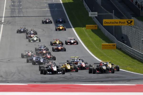 F3 2014 RED BULL RING Le 2aout - Depart de la 1ere course - Max Verstappen et Esteban Ocon juste avant leur accrochage au 1er virage