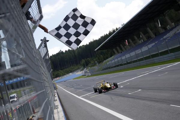 F3 2014- RED BULL RING- Victoire dans la 1ére course de Tom BLOMQVIST le 2aout