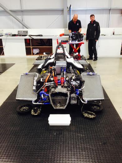 FORMULE-E-2014-Donington-monoplace-en-revision-apres-les-essais-Atelier-ANDRETTI-Autosport.