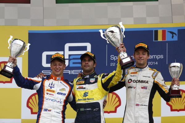 GP2-2014-SPA-le-podium-de-la-seconde-course-le-24-aout-Johnny-Cecotto-Trident-Felipe-Nasr-Carlin-Jolyon-Palmer-DAMS.