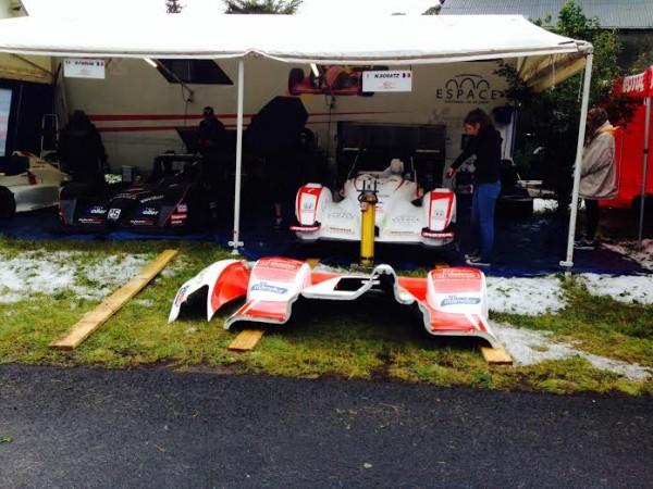 MONTAGNE-2014-MONT-DORE-La-grele-devant-le-stand-du-Team-SCHATZ
