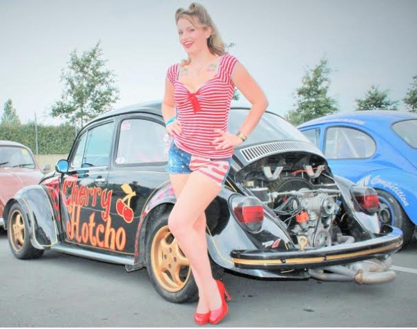 Super-VW-Festival-Juillet-2014-Alysson-et-sa-1ére-voiture.-Photo-Emmanuel-Leroux