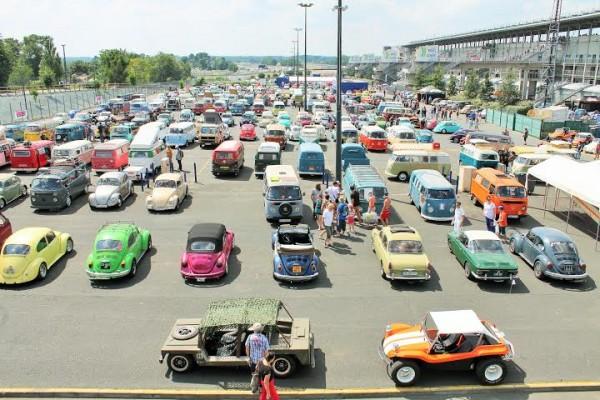 Super-VW-Festival-Juillet-2014-Les-Parkings-sont-pleins.-Photo-Emmanuel-Leroux-