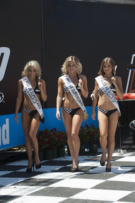 V8-SUPERSTAR-IPSWICH-LES-BELLES-GRID-GIRLS-A-IPSWICH