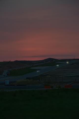 VdeV-2014-MOTORLAND-La-nuit-tombe-doucement-sur-le-circuit-de-MOTORLAND-ce-samedi-soir-30-aout-Photo-Antoine-CAMBLOR