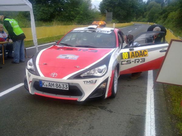 WRC-2014-ALLEMAGNE-La-TOYOTA-GT86-CS-R3-Voiture-ouvreuse-Photo MICHELIN