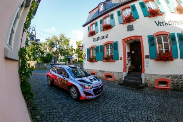 WRC 2014 -ALLEMAGNE -Thierry NEUVILLE et sa HYUNDAI filent vers leur 1ére victoire en WRC.