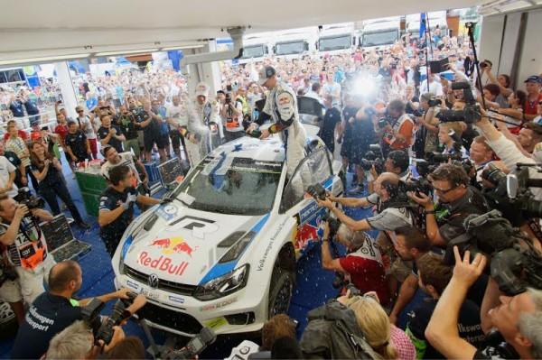 WRC-2014-FINLANDE-Arrivee-Victorieuse-de-la-VW-POLO-de-LATVALA-le-3-AOUT