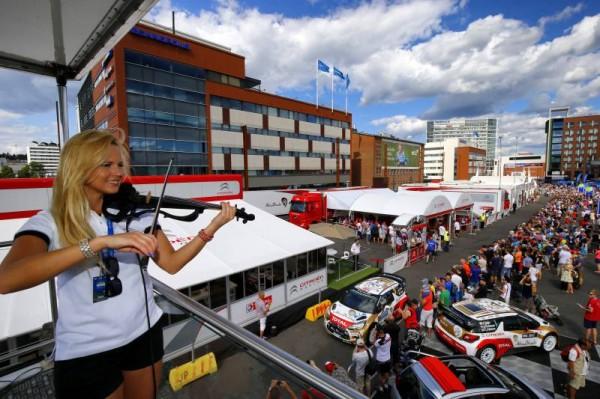 WRC-2014-FINLANDE-Kris-MEEKE-Ambiance