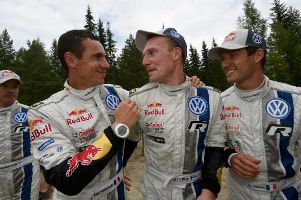 WRC-2014-FINLANDE-LATVALA-felicite-par-OGIER-et-INGRASSIA