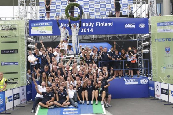 WRC-2014-FINLANDE-TRIOMPHE-DE-L-EQUIPE-VW-avec-LATVALA