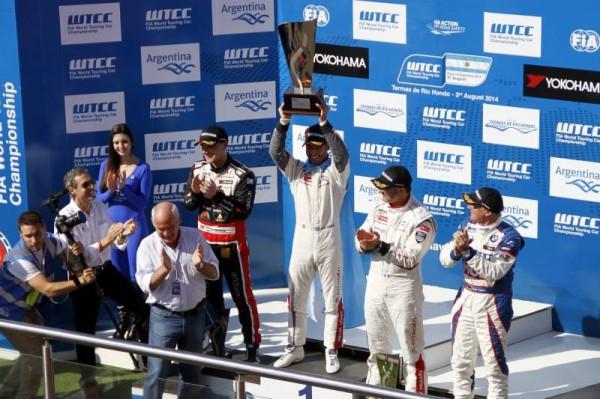 WTCC-2014-ARGENTINE-LE-PODIUM-de-la-seconde-course-le-3-aout-a-TERMAS-RIO