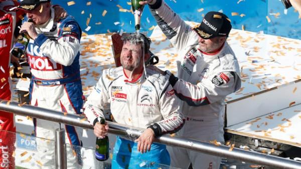 WTCC-2014-ARGENTINE-Sur-le-podium-Douche-deChamp-pour-le-double-vainqueur-LOPEZ