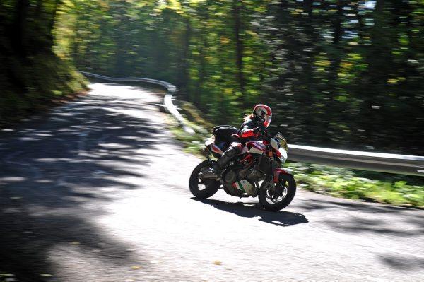 DARK-DOG-MOTO-TOUR-2014-Passage-un-concurrent