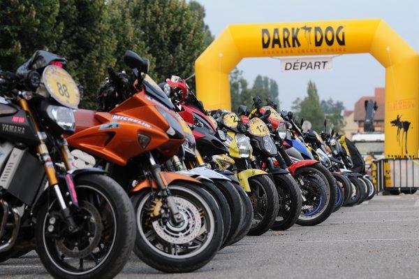DARK-DOG-MOTO-TOUR-2014-Un-parc-fermé
