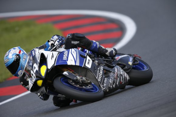 ENDURANCE-MOTO-2014-8-Heures-OSCHERSLEBEN-La-YAMAHA-Team-GMT-94-de-Christophe-GUYOT-Photo-MICHELIN