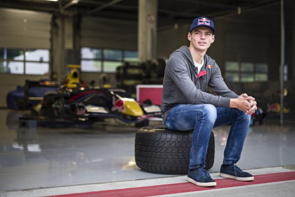 F1-2014-Max-VERSTAPPEN-en-essai-avec-la-TORO-ROSSO.