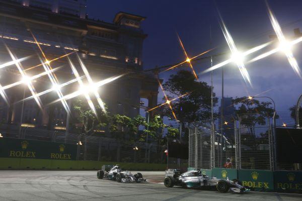 F1 2014  SINGAPOUR  - HAMILTON devant ROSBERG