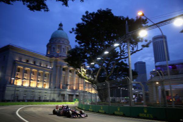 F1-2014-SINGAPOUR-Jean-Eric-VERGNE-et-sa-TORO-ROSSO-6éme.