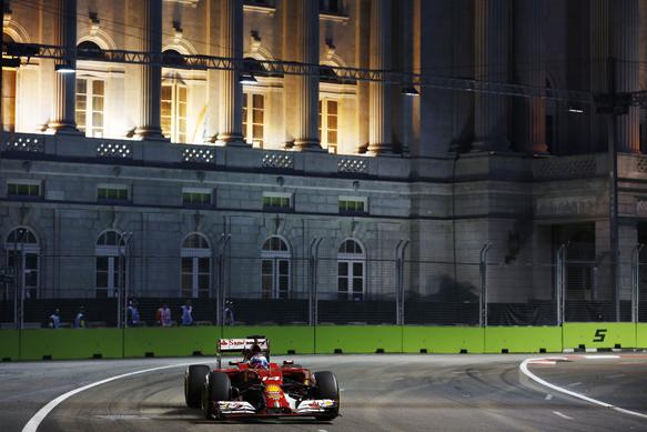 F1-2014-SINGAPOUR-La-FERRARI-de-Fernando-ALONSO
