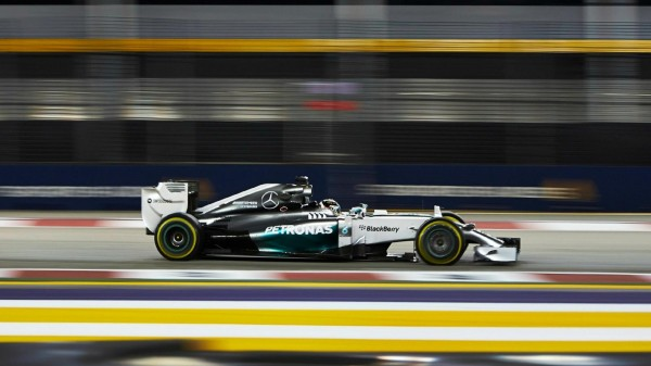 F1-2014-SINGAPOUR-MERCEDES-de-Lewis-HAMILTON