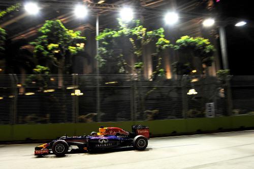 F1-2014-SINGAPOUR-SEBASTIAN-VETTEL-RED-BULL-RENAULT