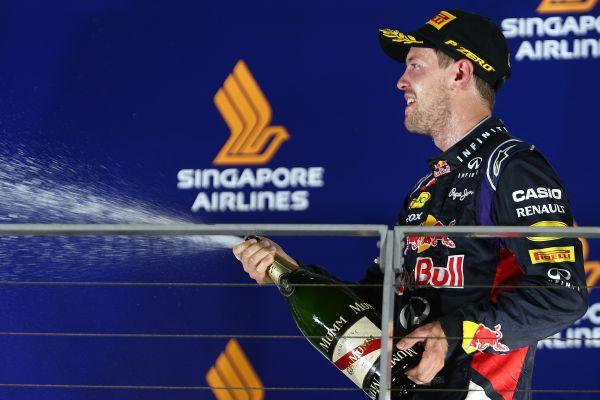F1-2014-SINGAPOUR-Seb-VETTEL-second-sur-le-podium.