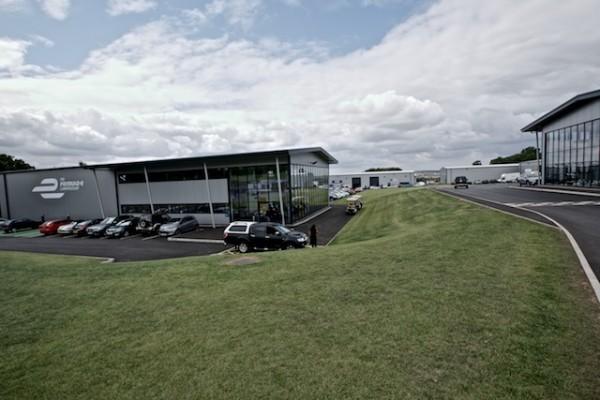 FORMULE-E-2014-Le-Quartier-général-des-équipes-de-Formule-e-dans-la-Technopark-du-circuit-de-DONINGTON