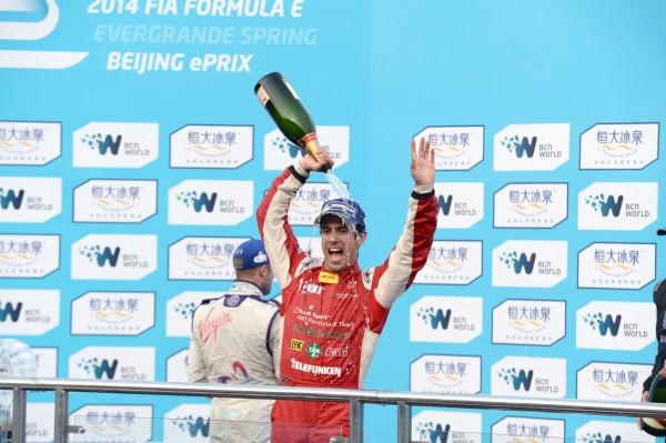 FORMULE E 2014 PEKIN - LUCAS DI GRASSI - 1er sur le podium - Samedi 13 septembre
