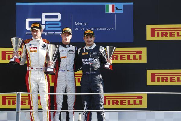 GP2-2014-MONZA-le-Podium-de-la-1ére-course-avec-Stoffel-VANDOORNE-le-vainqueur