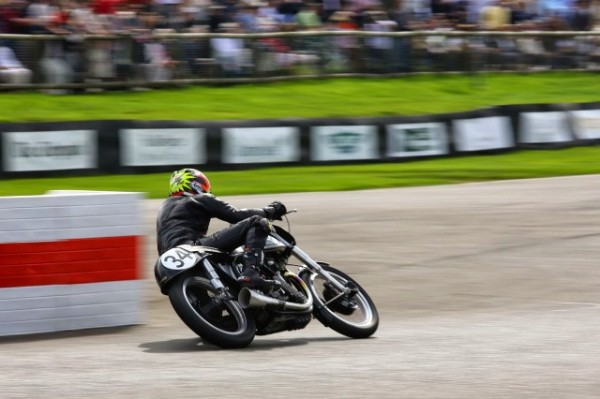 KEVIN-SCHWANTZ-au-guidon-a-GOODWOOD-REVIVAL-2014