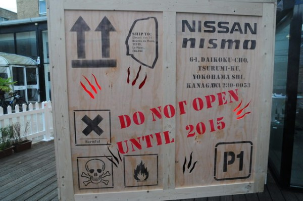 NISSAN-Londres-présentation-programme-Nissan-LMP1-Cette-caisse-est-censée-contenir-la-future-LMP1-Photo-Patrick-Martinoli.j