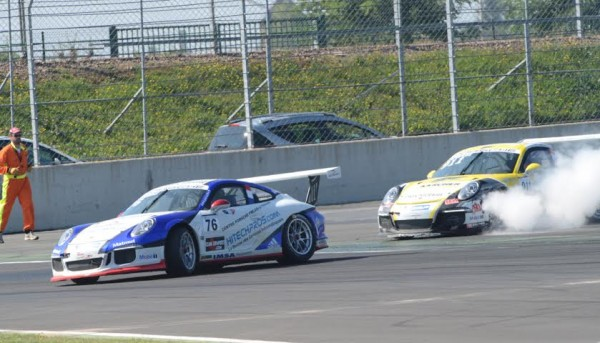 PORSCHE-CARRERA-CUP-2014-MAGNY-COURS-Christophe-LAPIERRE-accroche-Laurent-PASQUALI-Photo-Antoine-CAMBLOR