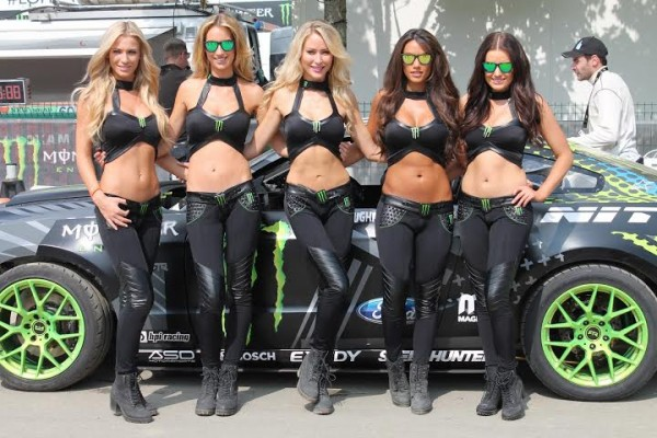 RALLYCROSS-2014-a-LOHEAC-Les-INCONTOURNANLES-Grid-girls-Photo-Florian-GAUDICHEAU