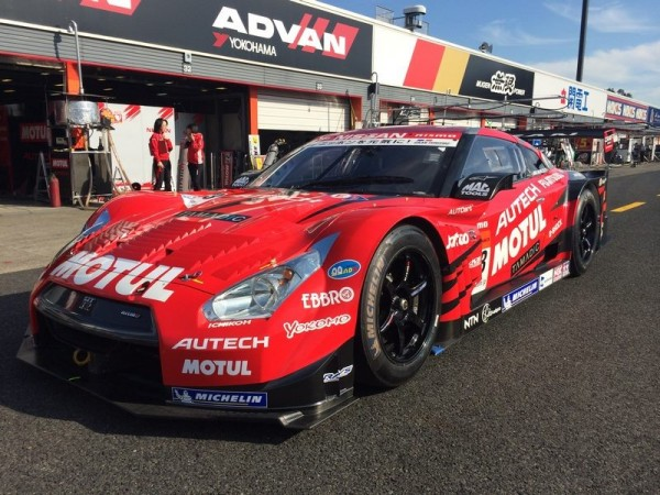 SIPER-GT-JAPON-2013-NISSAN-GT-R-la-num-213-du-team-NISMO.