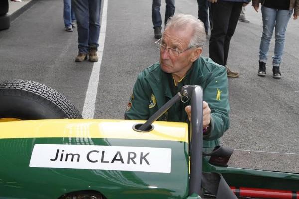 SPA-SIX-HOURS-2014-Bob-Dance-51-ans-après-la-création-de-la-Lotus-25-et-46-ans-aprés-la-disparirion-de-Jim-Clark-s-occupe-toujours-de-cette-fabuleuse-F1-©-Manfred-GIET.